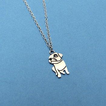 necklace-gazing-pug